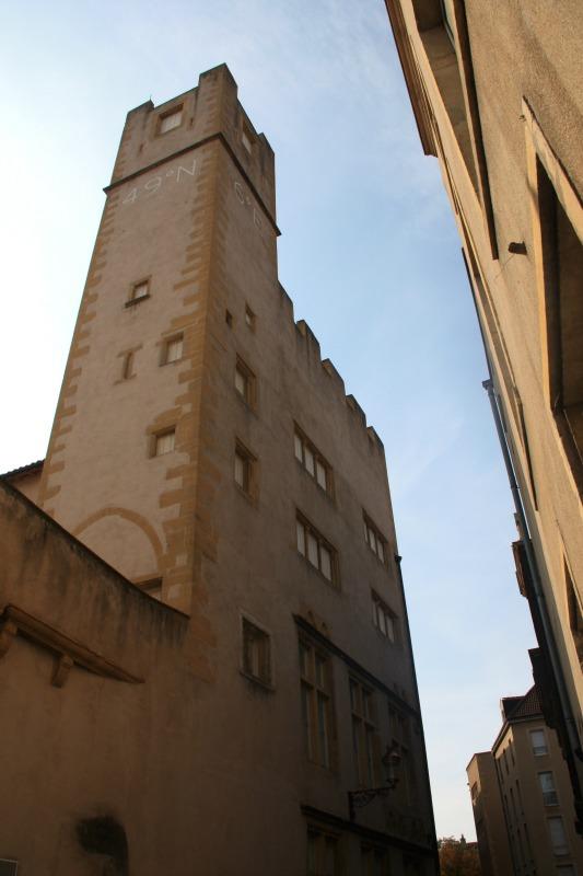 la tour pigeonnier de l'hôtel Saint -Livier